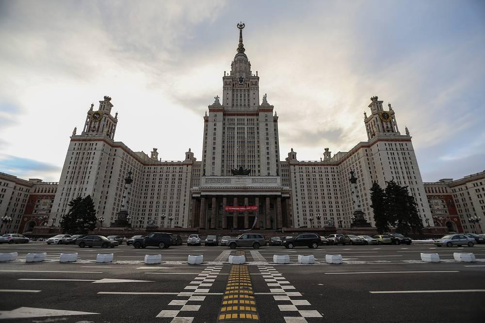25 января МГУ им. М. В. Ломоносова исполняется 260 лет. На фото: вид на главное здание
