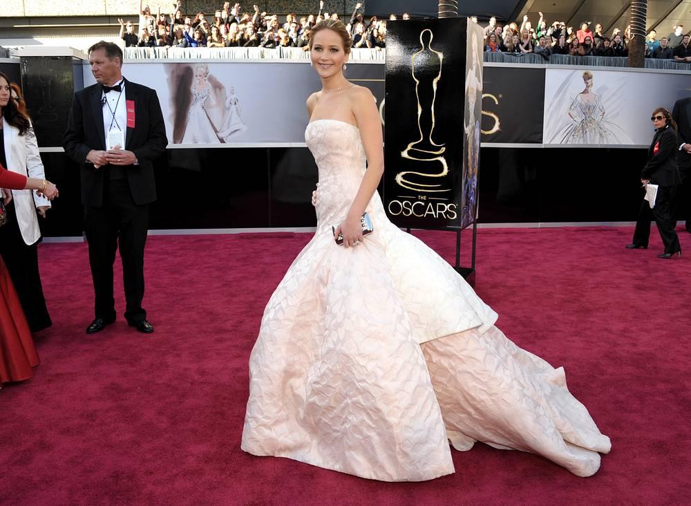 "Дженнифер Лоуренс на 85-й церемонии вручения премии ""Оскар"", 2013 год"