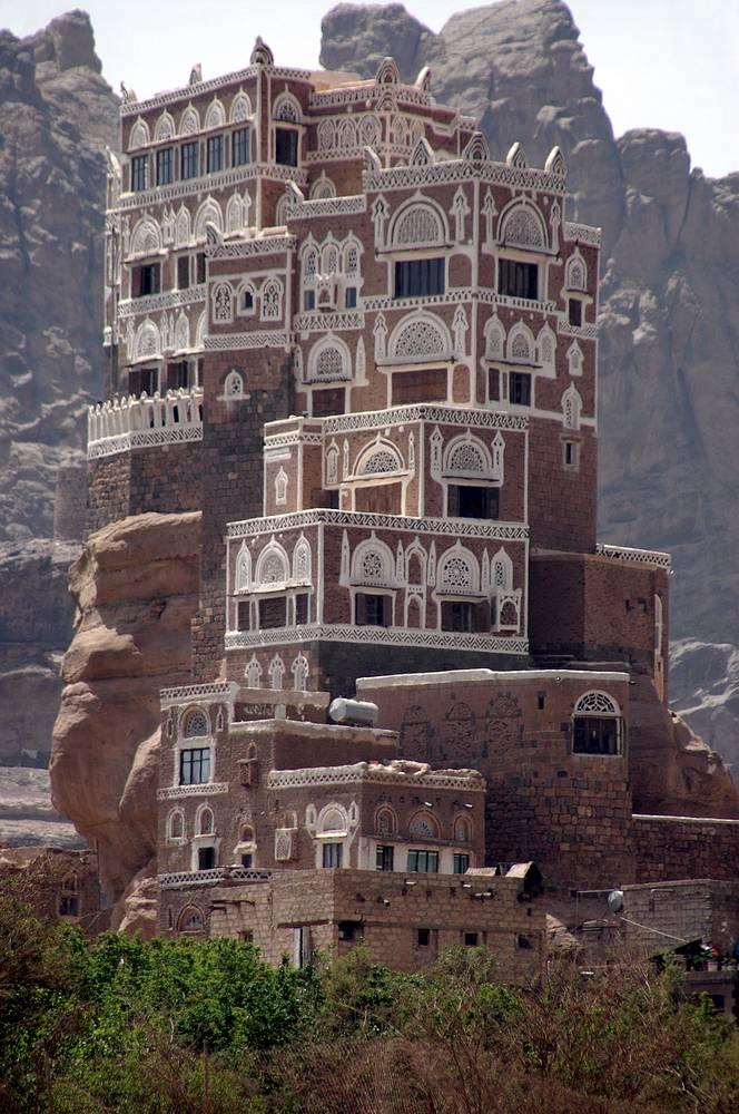 Дар-аль-Хаджар (Дворец на скале). Еще одно название - Замок имама в долине (вади) Дахр