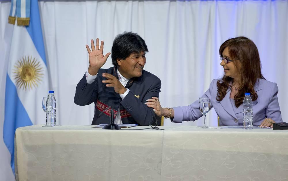 Эво Моралес - сторонник левых идей, он поддерживает концепцию социализма ХХI века. На фото: встреча президентов Боливии Эво Моралеса и Аргентины Кристины Фернандес, Парана, Аргентина, 17 декабря 2014 года