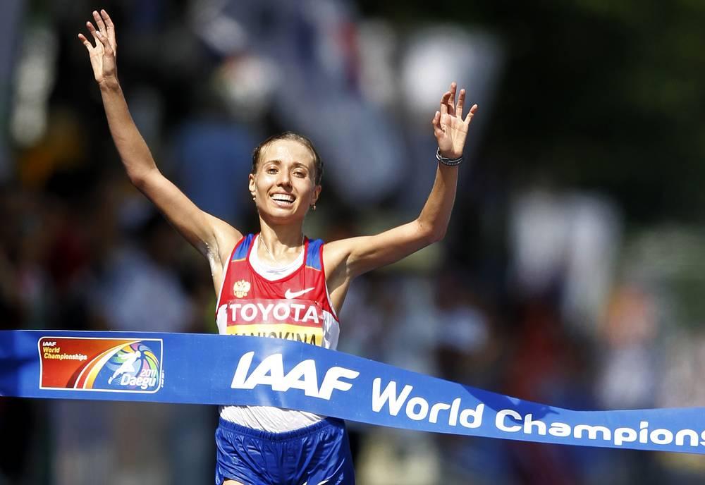 По решению IAAF, она будет лишена золота ЧМ-2011 и ЧМ-2009. Спортсменка дисквалифицирована сроком на три года и два месяца. На фото: Ольга Каниськина, завоевавшая золотую медаль чемпионата мира 2011 года в Тэгу в ходьбе на 20 км