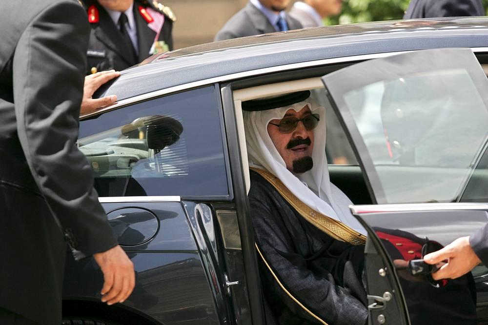 23 января в Эр-Рияде скончался король Саудовской Аравии Абдалла, которому в прошлом году исполнилось 90 лет. В начале месяца стало известно, что у главы государства была диагностирована легочная инфекция. На фото: король Саудовской Аравии Абдалла во время визита во Францию, 17 июля 2007 года