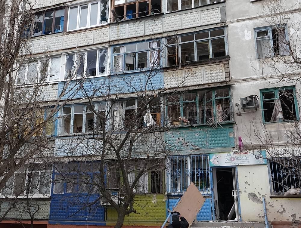 Жилой дом в микрорайоне Восточный после  обстрела