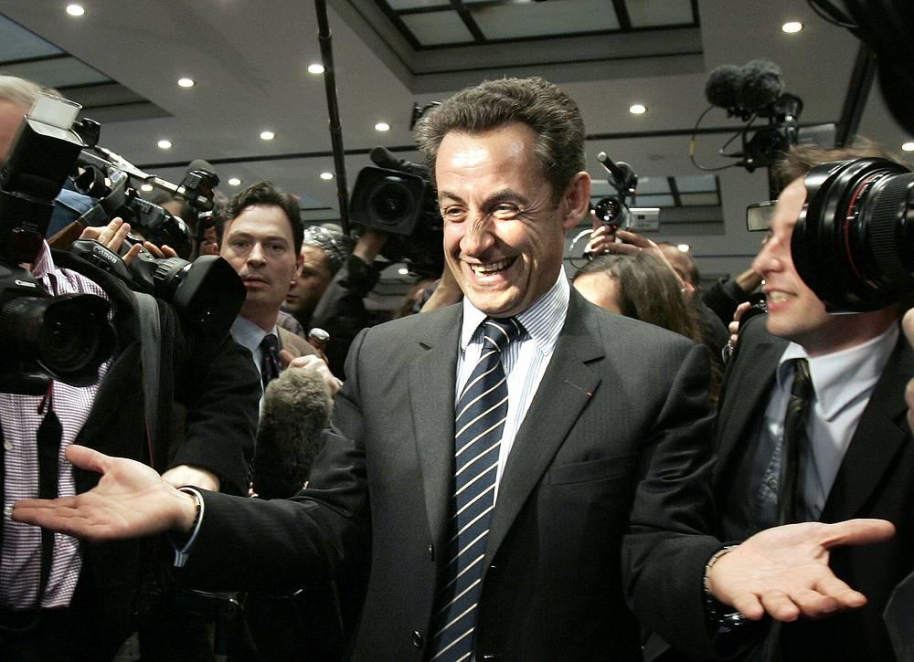 Николя Саркози во время общения с журналистами. Париж, 2007 год