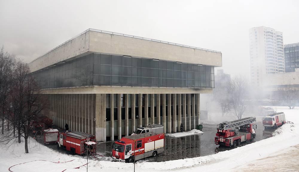 По информации ГУ МЧС, книгохранилища на третьем этаже здания нет. Оно от пожара не пострадало