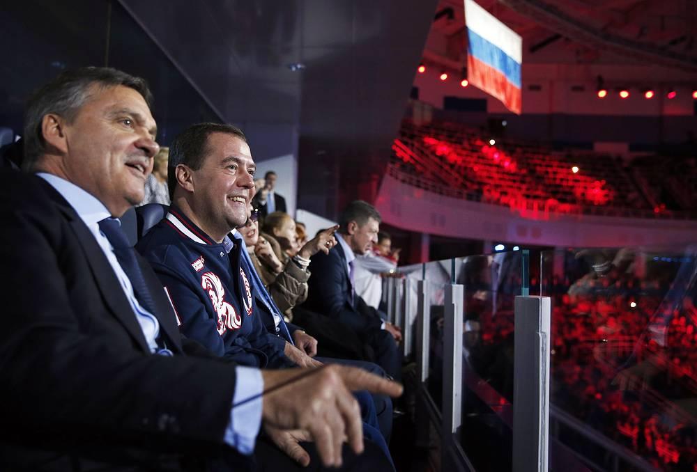 Президент Международной хоккейной Федерации (IIHF) Рене Фазель и премьер-министр России Дмитрий Медведев