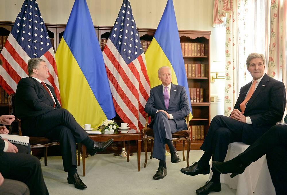 Президент Украины Петр Порошенко, вице-президент США Джо Байден и государственный секретарь США Джон Керри
