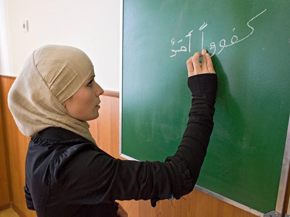 В сентябре 2014 г. главе Чечни Рамзану Кадырову пришлось опровергать слухи о том, что в республике девушкам запрещено носить хиджаб. На фото: Студентка во время занятий в Российском исламском университете им.Кунта-Хаджи в Грозном
