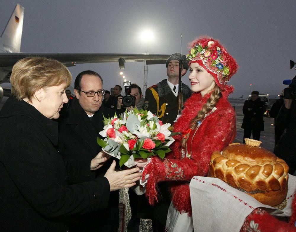 Канцлер Германии Ангела Меркель и президент Франции Франсуа Олланд в аэропорту Минска