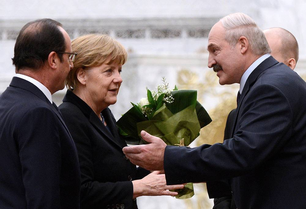 Президент Франции Франсуа Олланд, канцлер Германии Ангела Меркель и президент Белоруссии Александр Лукашенко