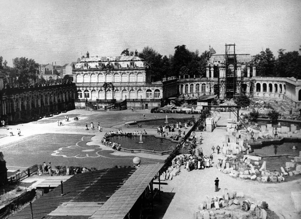 Дворец Цвингера после окончания Второй мировой войны