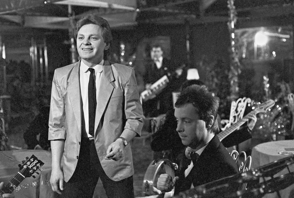 """Певец и композитор Юрий Антонов во время съемок новогоднего """"Огонька"""", 1984 год"""