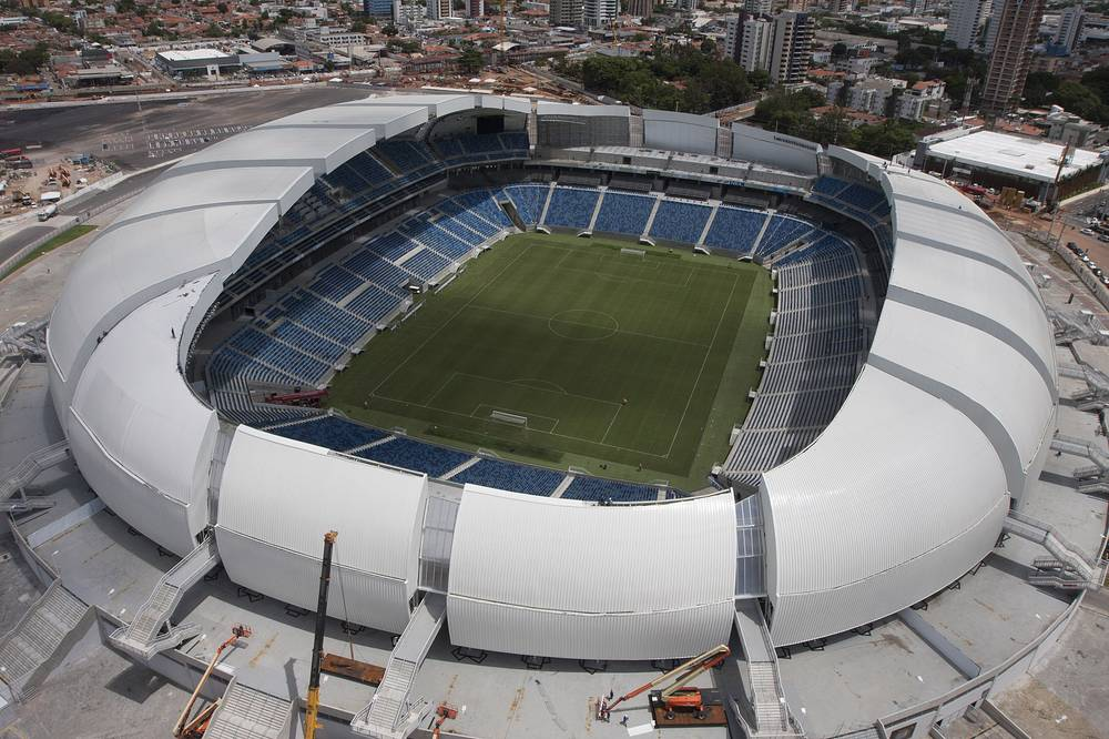 """""""Арена Дас Дунас"""" (Arena Das Dunas), располагается в бразильском городе Натал. На стадионе проводились матчи чемпионата мира 2014 года. Вместимость: 31,3 тыс. зрителей. Домашняя арена клубов """"Америка"""" и АБС. Ввод в эксплуатацию: январь 2014 года"""