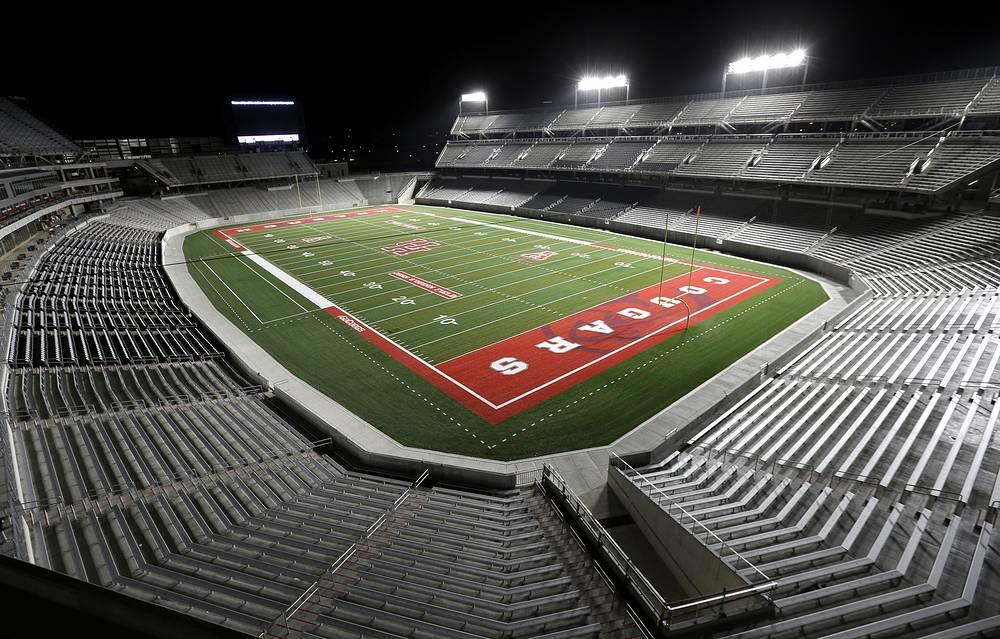 """""""ТДЭКУ Стэдиум"""" (John O`Quinn Field at TDECU Stadium), располагается в Хьюстоне (США). Вместимость: 40 тыс. зрителей. Домашняя арена клуба """"Хьюстон Кугуарс"""". Ввод в эксплуатацию: август 2014 года"""