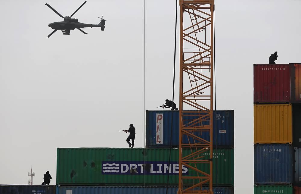 Показательные выступления спецназа вооруженных сил ОАЭ