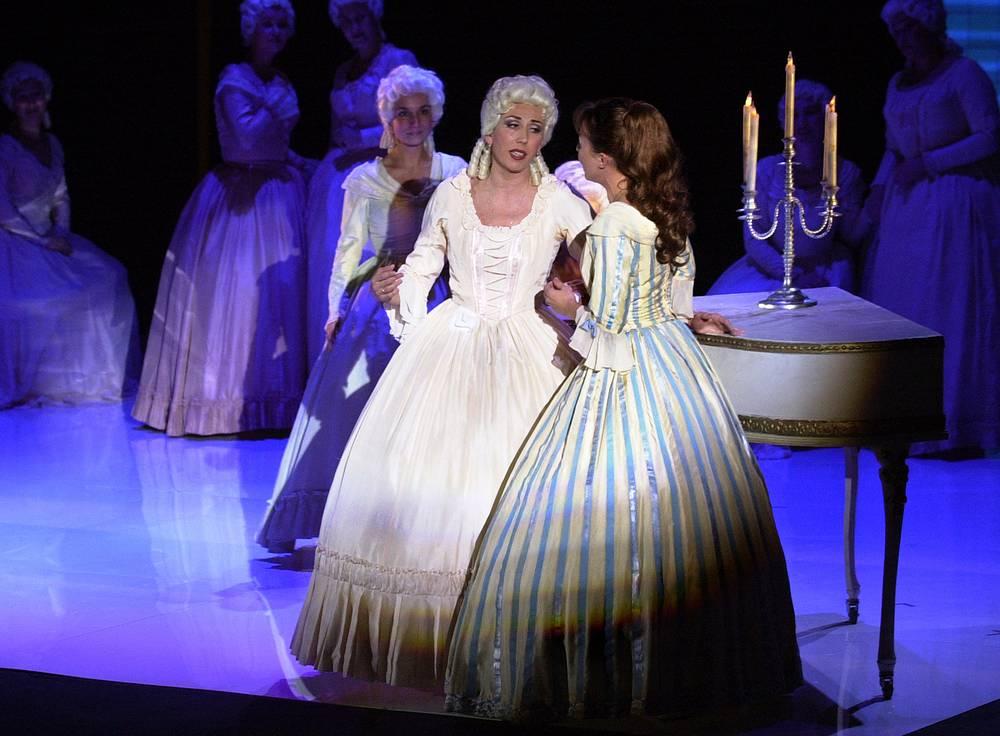"""Сценическую версию оперы """"Пиковая дама"""" представил на сцене концертного зала им. П. И.Чайковского Валерий Гергиев. 2004 год"""