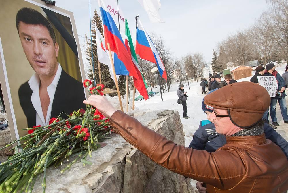 Акция в память о Борисе Немцове в Казани