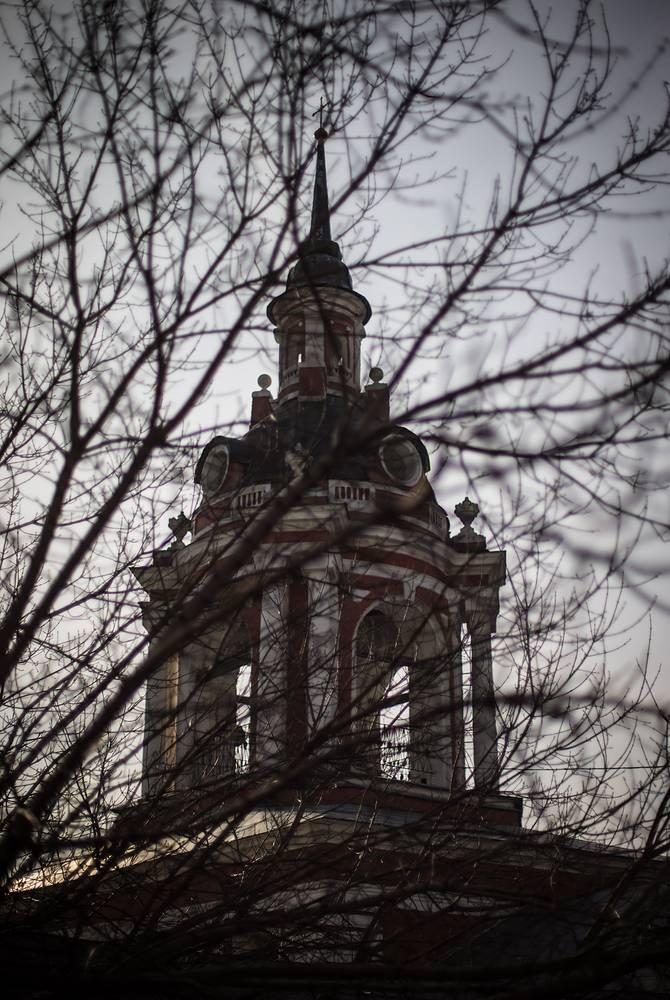 Колокольня Знаменского монастыря на улице Варварке