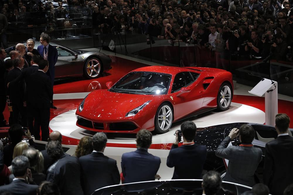 """В Женеве открылся 85-й международный автосалон. В выставочном комплексе """"Палэкспо"""" представлены порядка 900 автомобилей, включая около 130 мировых и европейских премьер"""