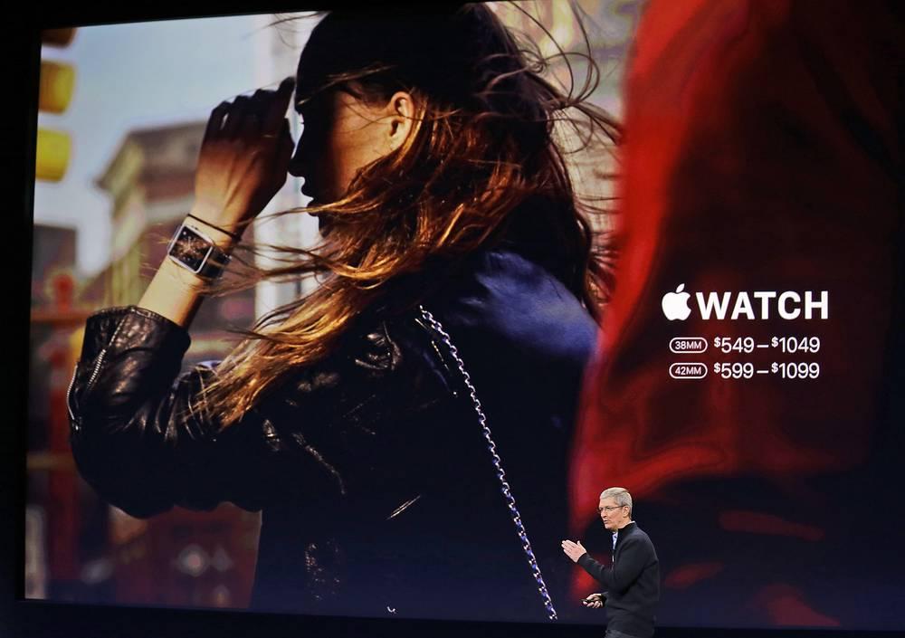 """Глава корпорации Apple Тим Кук 9 марта 2015 года провел в Сан-Франциско презентацию, на которой была представлена новая продукция. В ее числе - """"умные часы"""""""