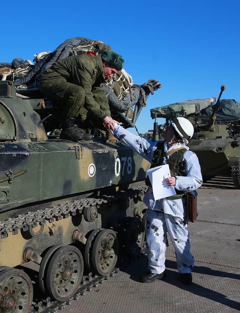 Офицер парашютно-десантной службы и воин-десантник