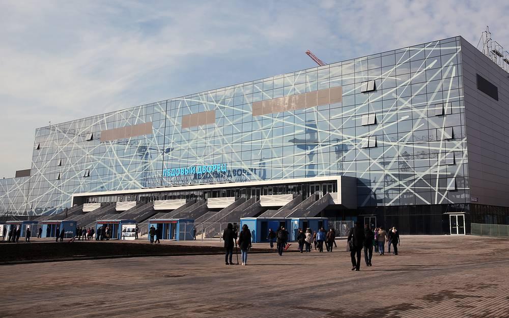 """Здание ледового дворца """"Арена легенд"""" на территории бывшей промышленной зоны ЗИЛ"""