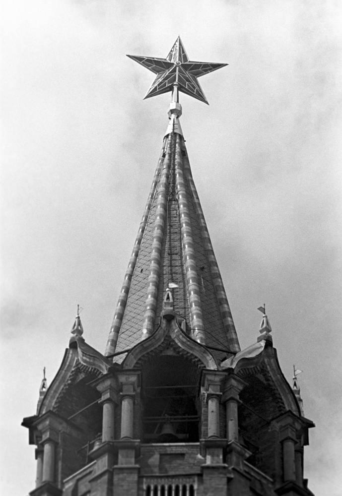 Шатер Спасской башни Кремля, 1957