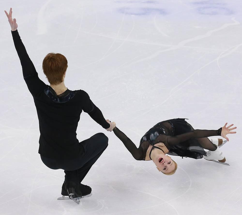 Россияне Евгения Тарасова и Владимир Морозов по сумме короткой и произвольной программ расположились на шестой позиции