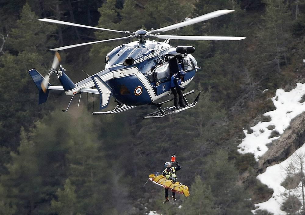 Пассажирский самолет A320 компании Germanwings, следовавший из Барселоны в Дюссельдорф, разбился 24 марта на юго-востоке Франции