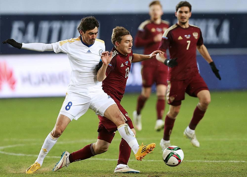 После выхода на поле спартаковца Дениса Давыдова сборная России перешла на игру в два нападающих