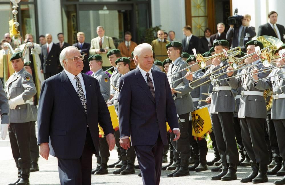 Президент РФ Борис Ельцин и канцлер ФРГ Гельмут Коль, Баден-Баден, 17 апреля 1994 года