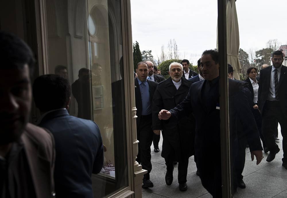 """2 апреля в Лозанне завершились переговоры между """"шестеркой"""" и Тегераном по вопросу ограничения иранской ядерной программы. Соглашение, достигнутое в Лозанне, позволит всем убедиться, что ядерная программа Ирана носила и будет носить исключительно мирный характер, заявил глава МИД ИРИ Джавад Зариф"""