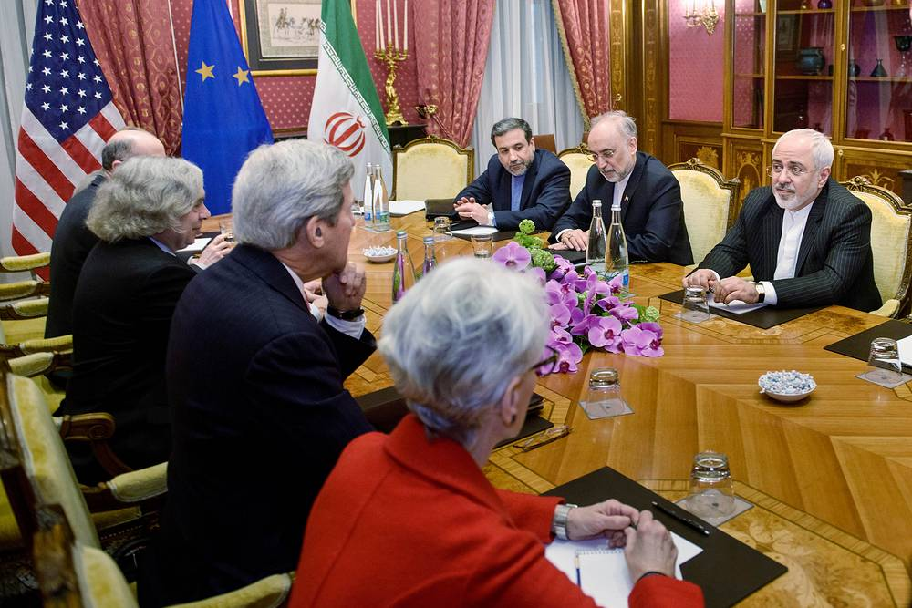 Иранская и американская делегации на переговорах в Лозанне