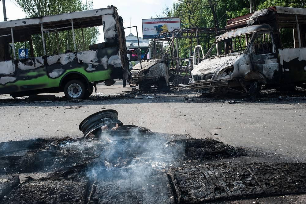 Последствия боев и обстрелов в центре Краматорска,  Донецкая область, май 2014 года