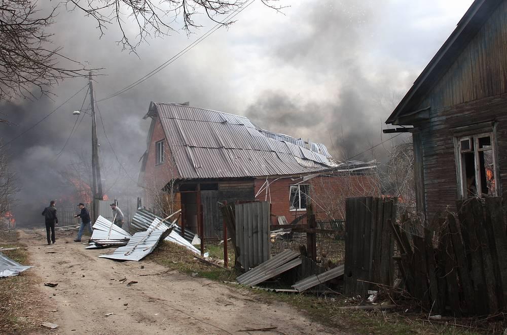 На месте пожара на складе магазина пиротехники