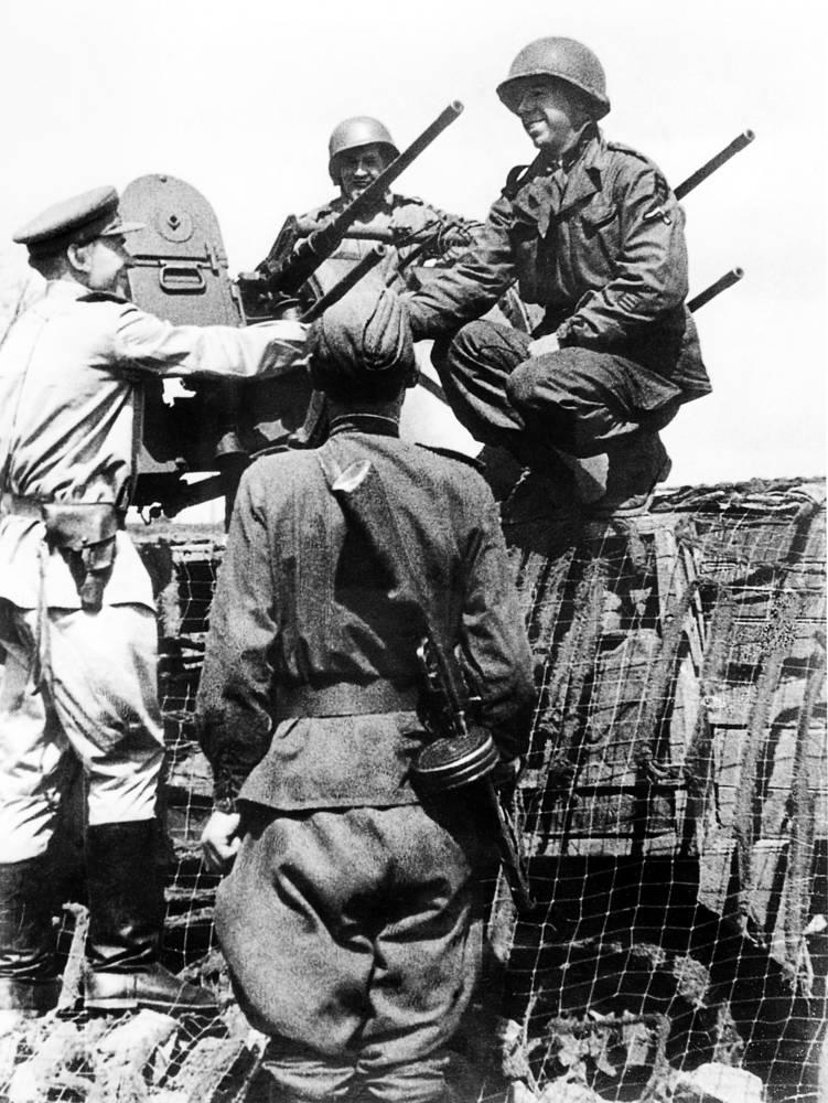Во избежание столкновений между двумя армиями, на самом высоком уровне были согласованы меры по взаимному опознанию друг друга на поле боя