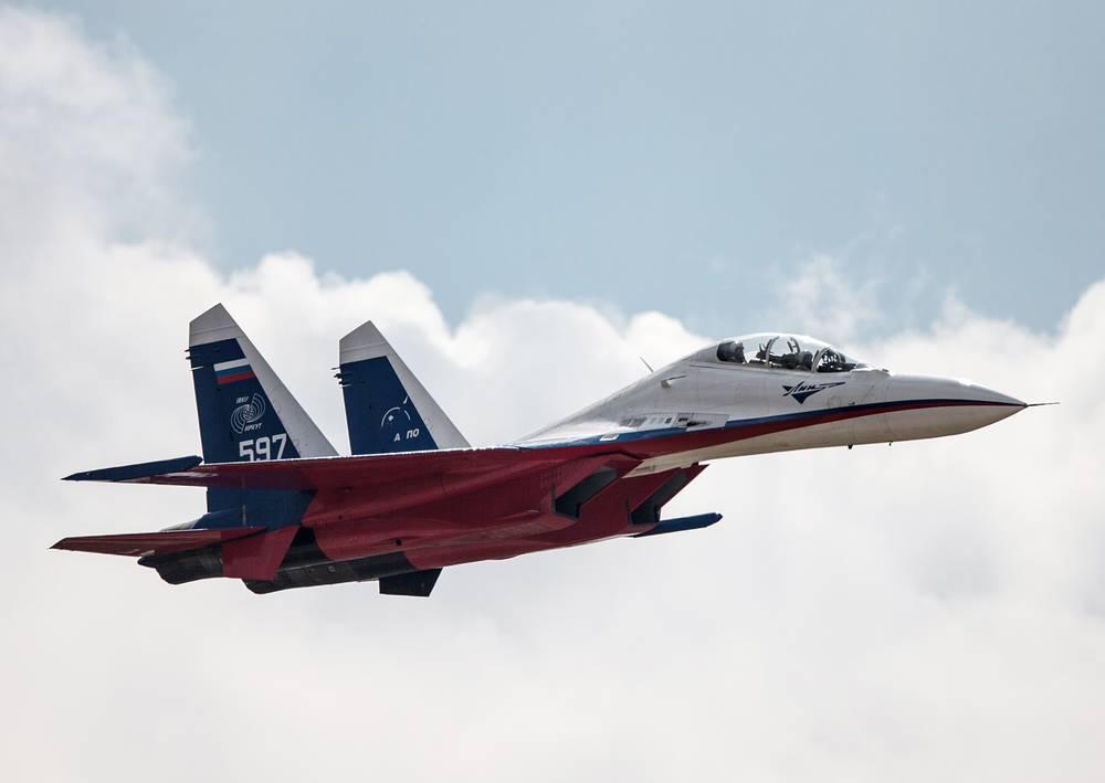 Су-30 способен выполнять боевые действия, связанные с большой дальностью и продолжительностью полета и эффективным управлением группой истребителей