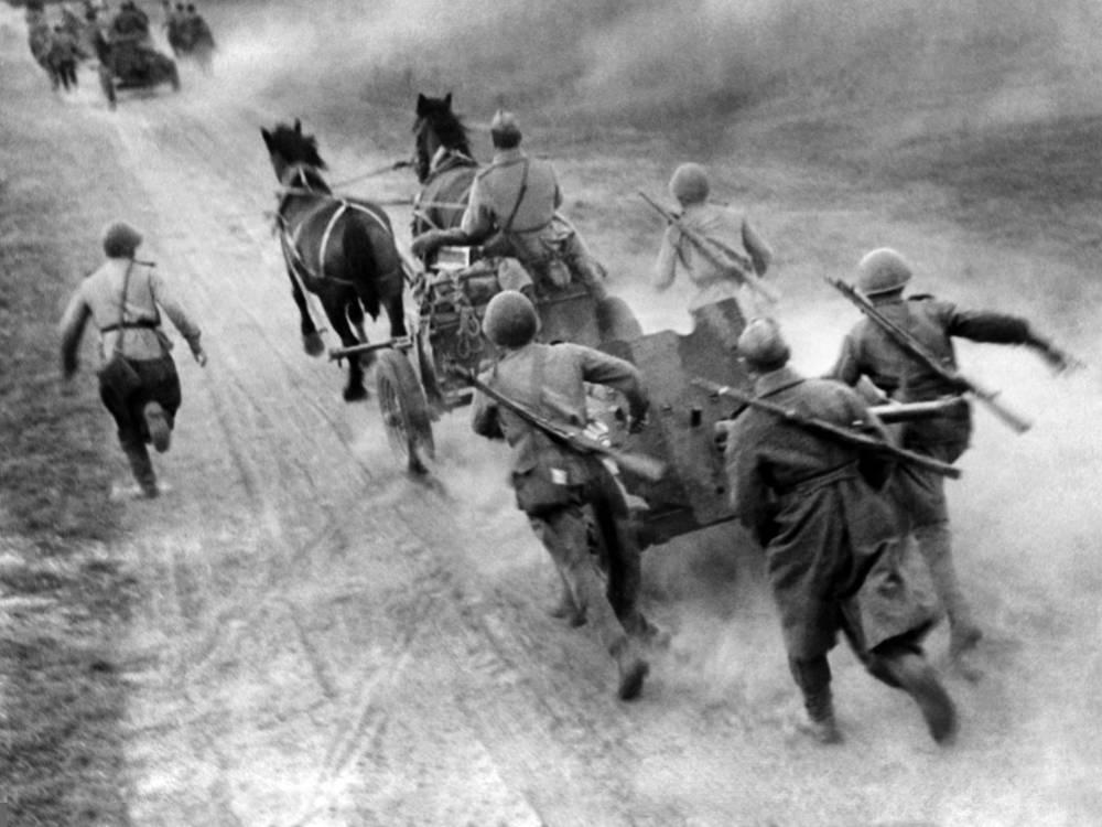 Противотанковые орудия меняют огневые позиции юго-западнее города Клайпеда, 1944 год