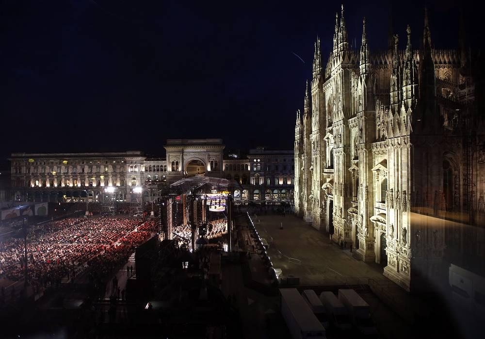 Концерт в центре Милана, посвященный открытию всемирной выставки