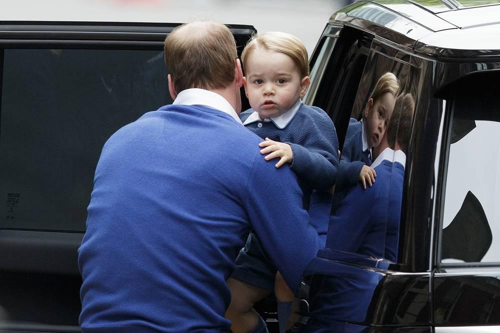 Принц Уильям с принцем Джорджем приехали в клинику святой Марии