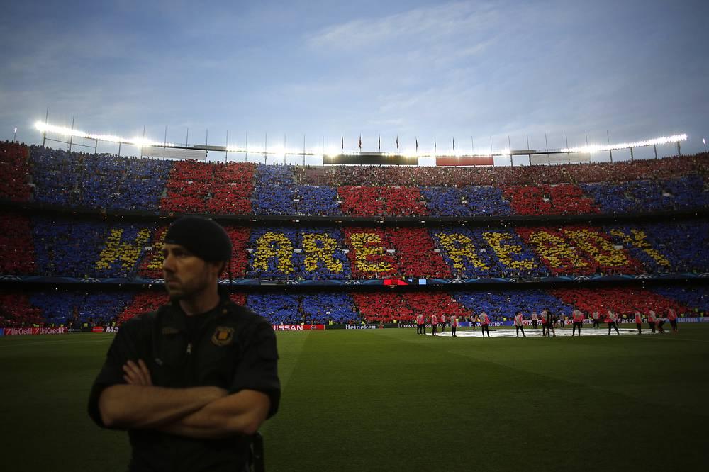 Перфоманс болельщиков испанской команды перед стартовым свистком ответственной встречи