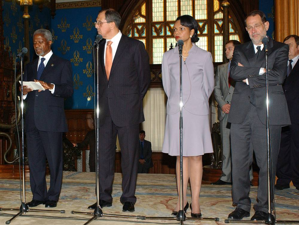 Генеральный секретарь ООН Кофи Аннан, министр иностранных дел России Сергей Лавров, госсекретарь США Кондолиза Райс, представитель ЕС по внешней политике и политике безопасности Хавьер Солана на открытии конференции в Москве, 2005 год
