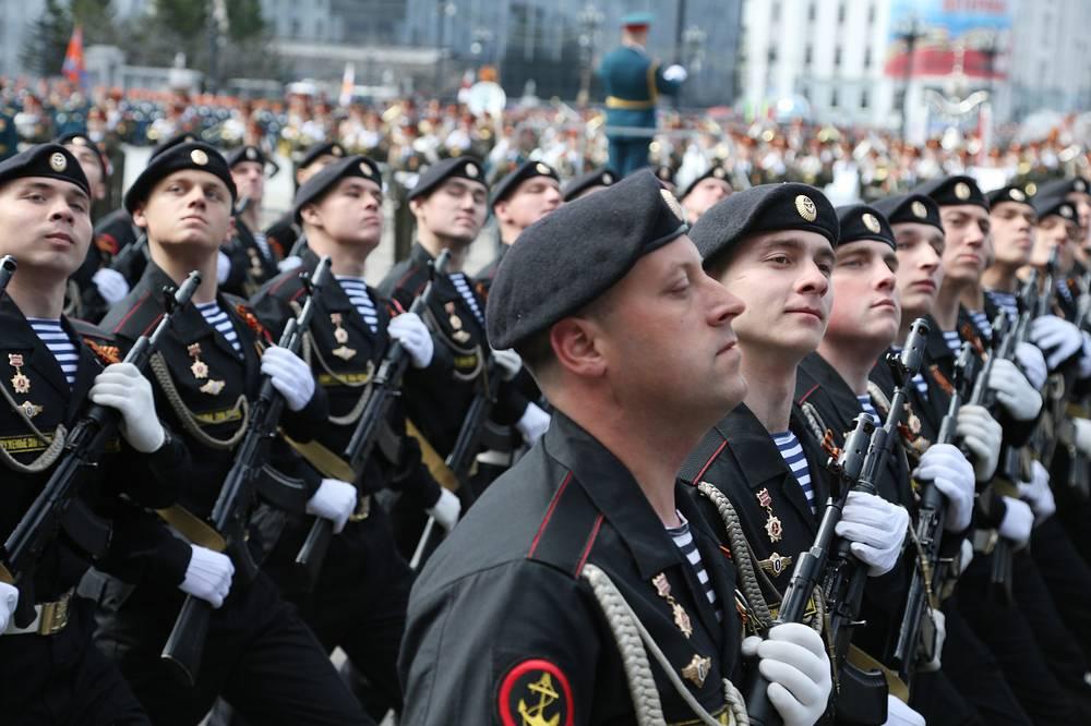 Военная техника во время парада в Хабаровске