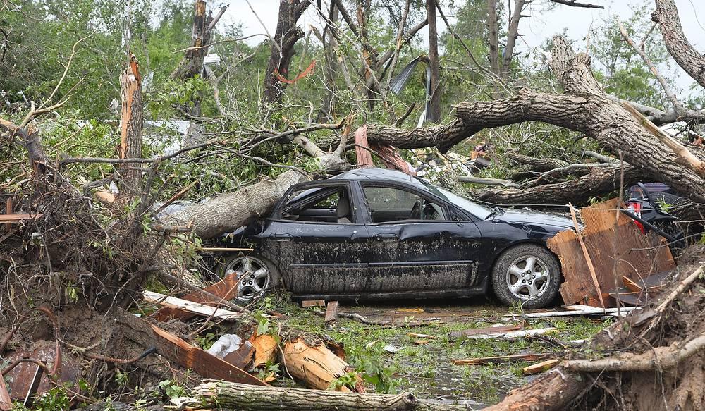 Последствия торнадо в городе Вэн в штате Техас