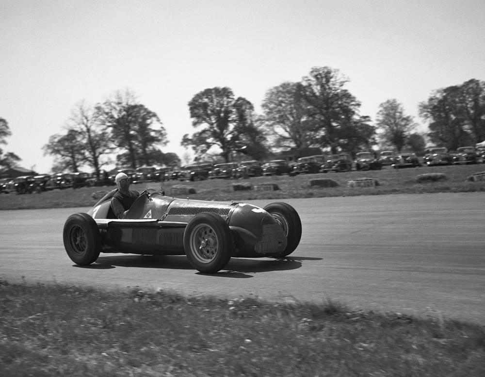 """Самый возрастной победитель этапа Гран-при """"Формулы-1"""" Луиджи Фаджиоли (53 года 22 дня). Итальянец установил этот рекорд на трассе во Франции (на фото - Луиджи Фаджиоли во время Гран-при Великобритании-1950)"""