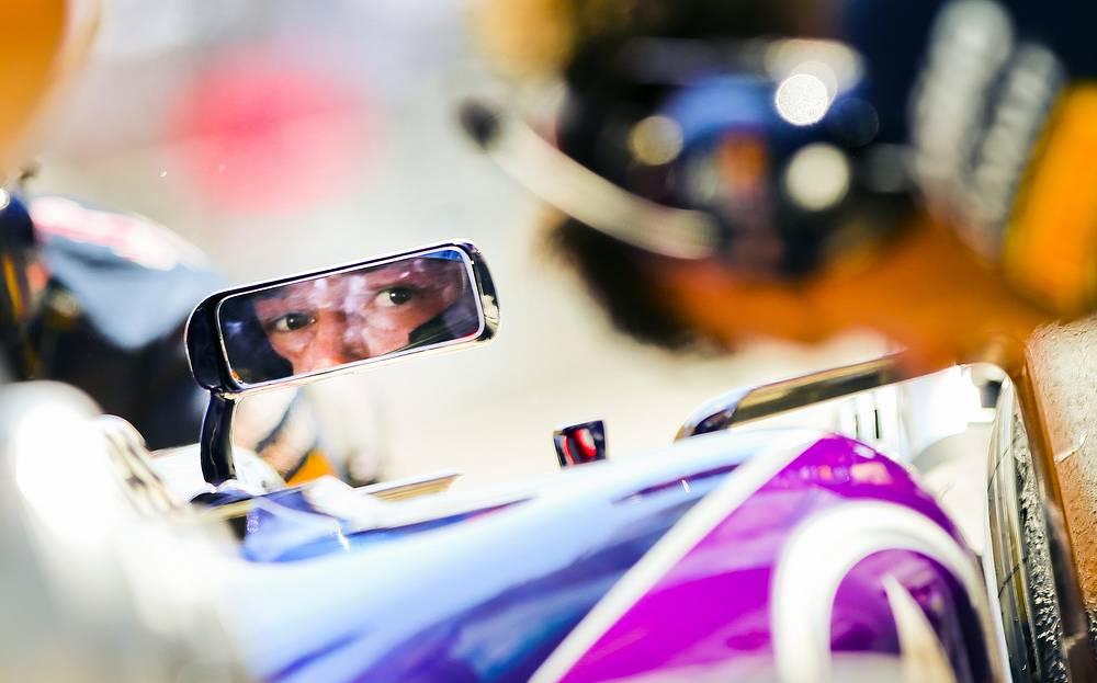 """Вторым россиянином в """"Формуле-1"""" стал Даниил Квят. Уфимец дебютировал в чемпионате за команду Toro Rosso в 2014 году в возрасте 19 лет и смог в первой же гонке заявить о себе, став самым молодым пилотом в истории """"королевских гонок"""", набравшим очки. На следующий год, правда, это достижение у россиянина отнял голландец Макс Ферстаппен, который набрал свои первые очки в возрасте 17 лет и 180 дней. В нынешнем сезоне Квят выступает за чемпионскую команду Red Bull"""