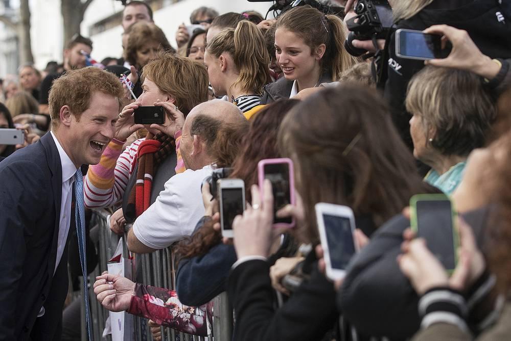 Поклонники приветствуют принца Гарри, Крайстчерч