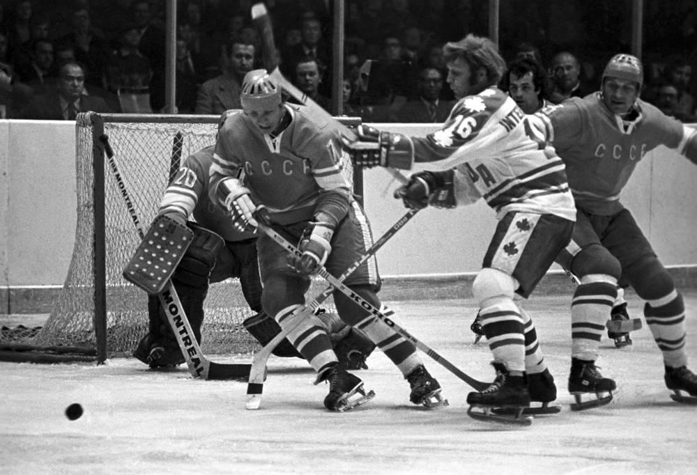 В сентябре-октябре 1974 г. состоялась вторая серия между сборными СССР и Канады по хоккею. Формат соревнований был тем же, что и в 1972 г., однако на этот раз команда Канады была составлена из игроков Всемирной хоккейной ассоциации. После матчей в Квебеке, Торонто, Виннипеге и Ванкувере счет в серии был равным. На своем льду, в Москве, советские хоккеисты не проиграли ни разу (три победы, одна ничья) и взяли уверенный реванш за поражение в серии 1972 г.