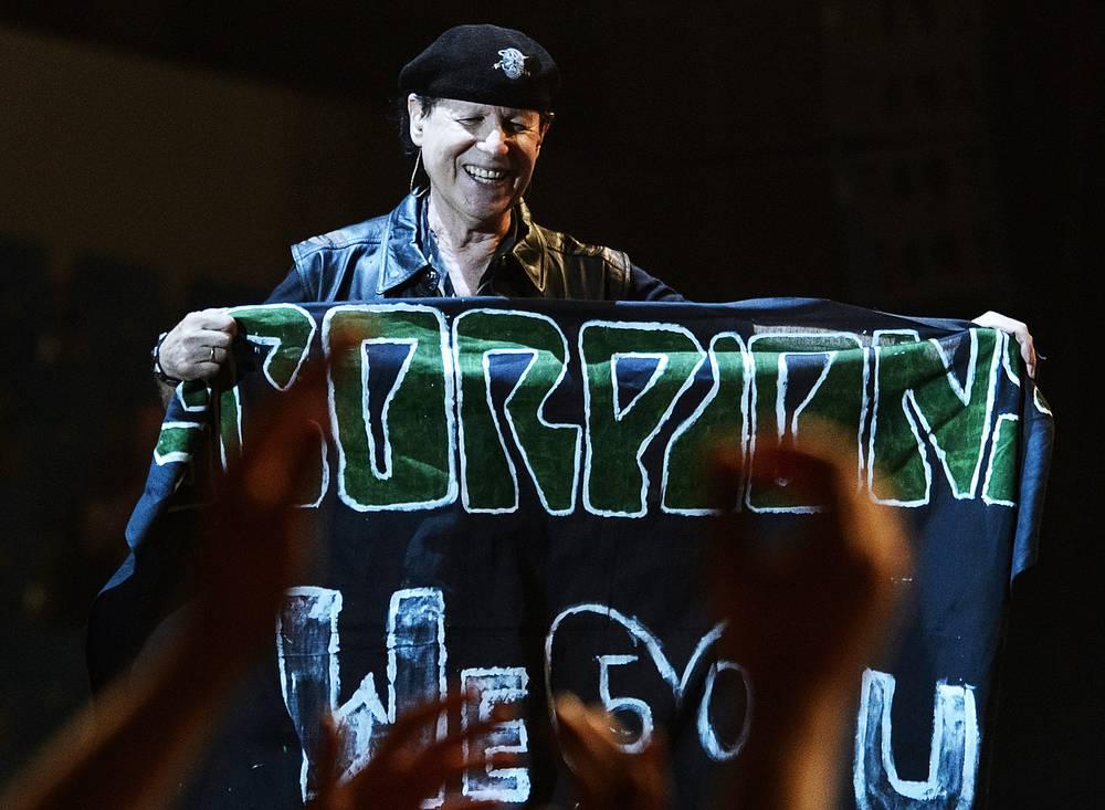 Клаус Майне с очередным подарком от фанатов Екатеринбурга