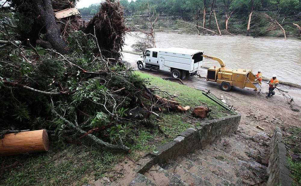 """""""Штат Техас принял безотлагательные меры для того, чтобы направить все имеющиеся ресурсы для оказания помощи пострадавшим"""", - отметил Эббот"""